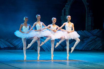 小さい4羽の白鳥の踊りの場面