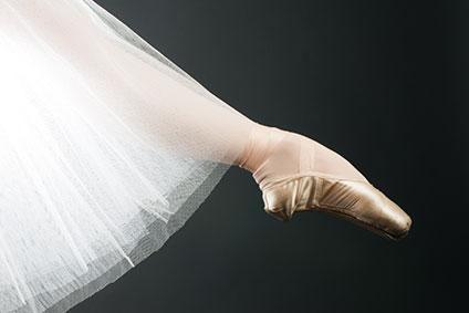 つま先まで美しく伸びている脚