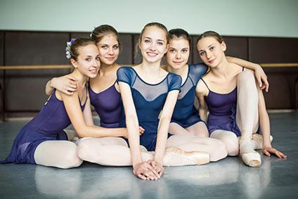 バレエを習っている少女たち