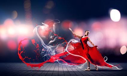 真っ赤なドレスで踊るバレエダンサー