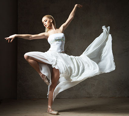 踊っているバレリーナ