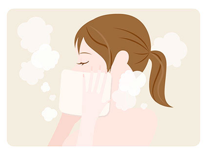 蒸しタオルを顔にあてている女性